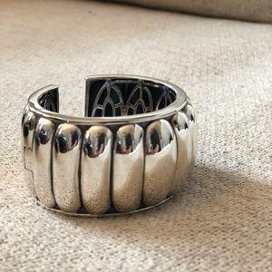 Sterling silver hinged Lagos bracelet